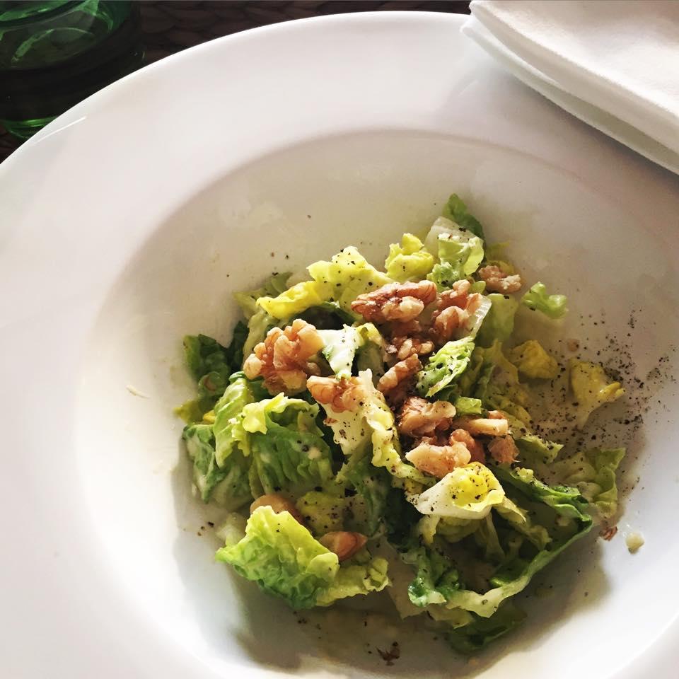 Ceasar-Salat-Dressing mit Avocado und Kapern