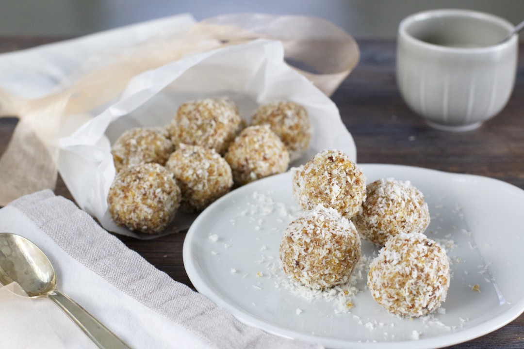 8 tipps gegen hei hunger auf s es rezept kokos energy balls naturallygood. Black Bedroom Furniture Sets. Home Design Ideas