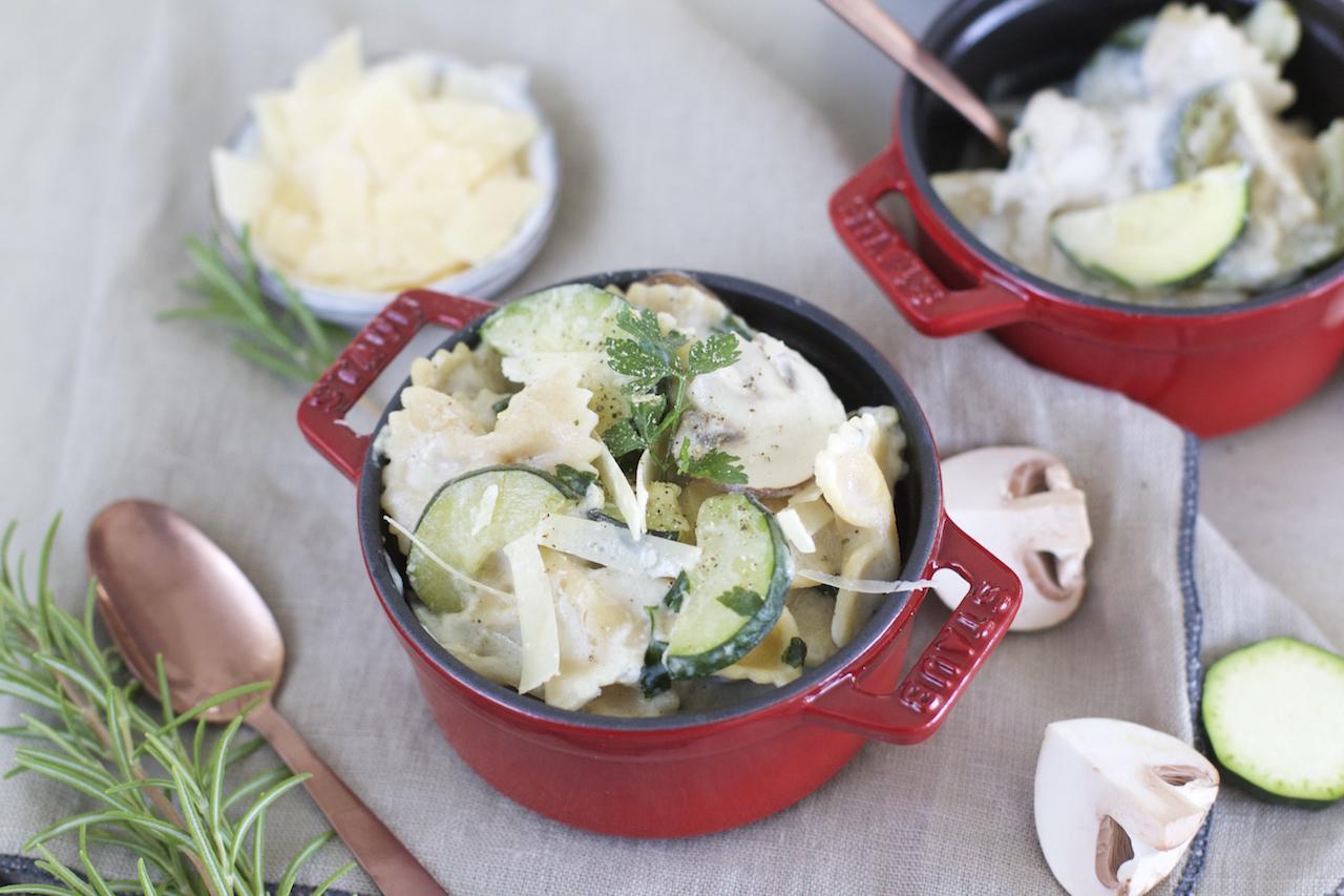 One-Pot-Rezept | Alles aus einem Topf – einfach & schnell {Zucchini-Champignon-Pasta}