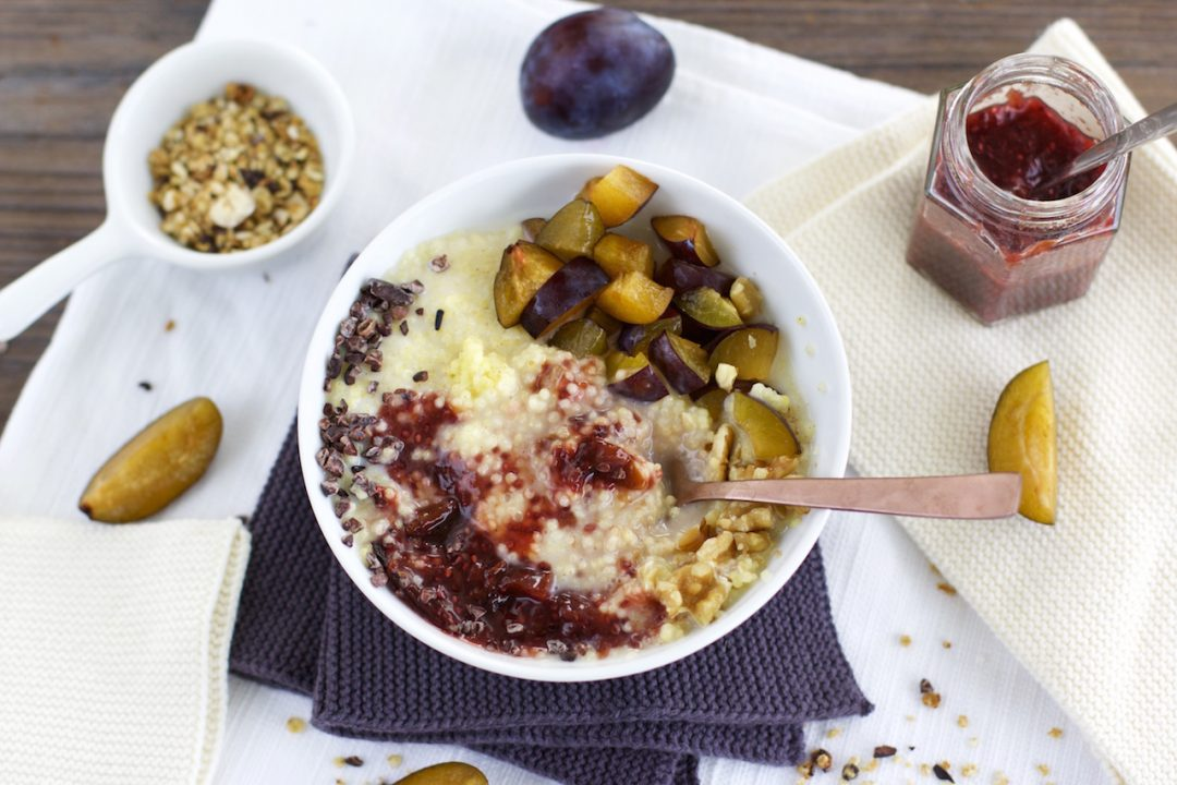 hirse porridge mit pflaumenmus vegan glutenfrei. Black Bedroom Furniture Sets. Home Design Ideas