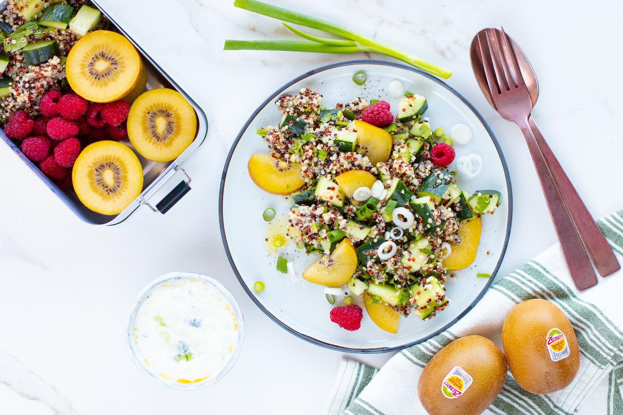 Quinoa-Salat mit Kiwi* und selbst gemachtem Zaziki
