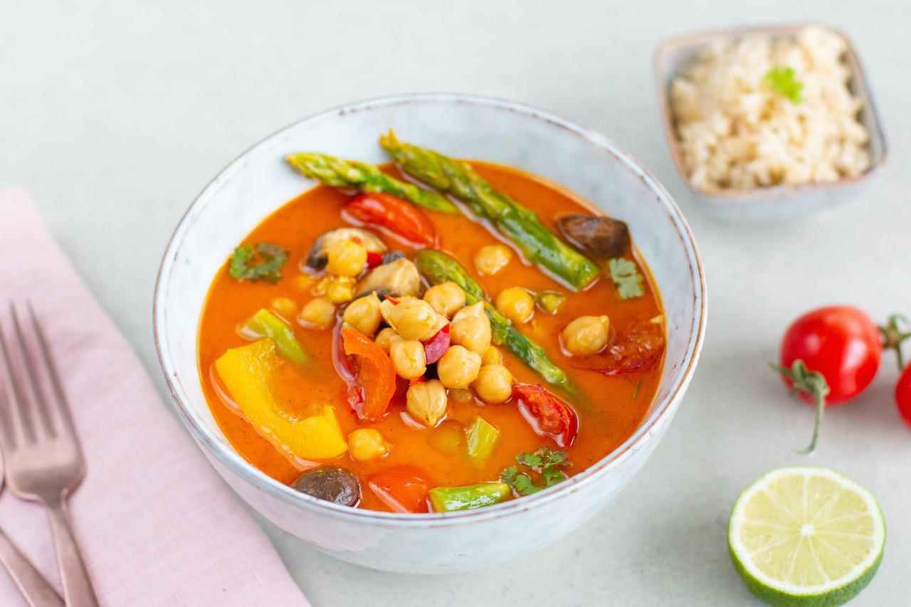 Ballaststoffreich essen: Gemüse-Tomaten-Curry mit Kichererbsen {vegan}