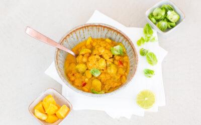Glow-Bowl für schöne Haut: Rosenkohl-Mango-Curry