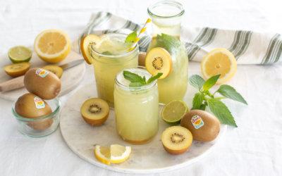 Selbstgemachte Kiwi-Matcha-Limonade {ohne Zucker}: Erfrischender Snack an warmen Tagen.